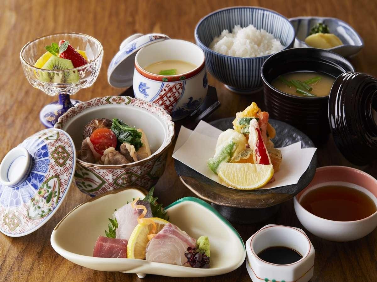 日本料理-季節「春」のおすすめ料理イメージ。季節やフェア内容によって内容は異なります。