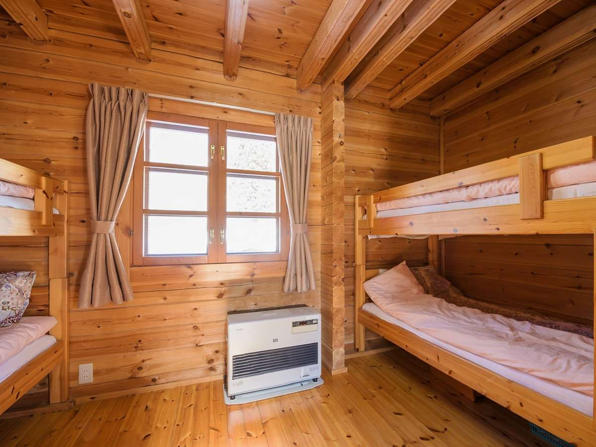 A棟・B棟コテージ内部(ベッドルーム)2段ベッドにテンションが上がります♪