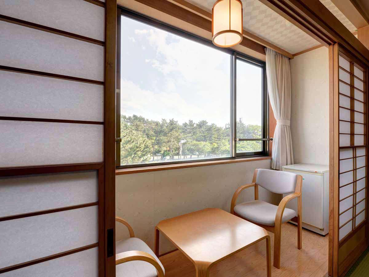 *【山側】和室8畳一例/落ち着いて過ごせる純和風のお部屋。