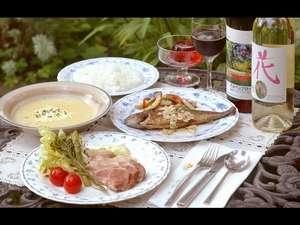 夕食一例です。和洋折衷のフルコース♪