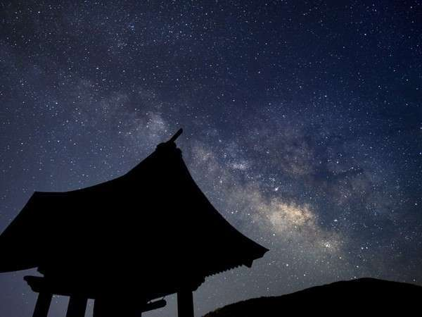 園原の星空 晴天の夜には山の上に満天の星空が広がる