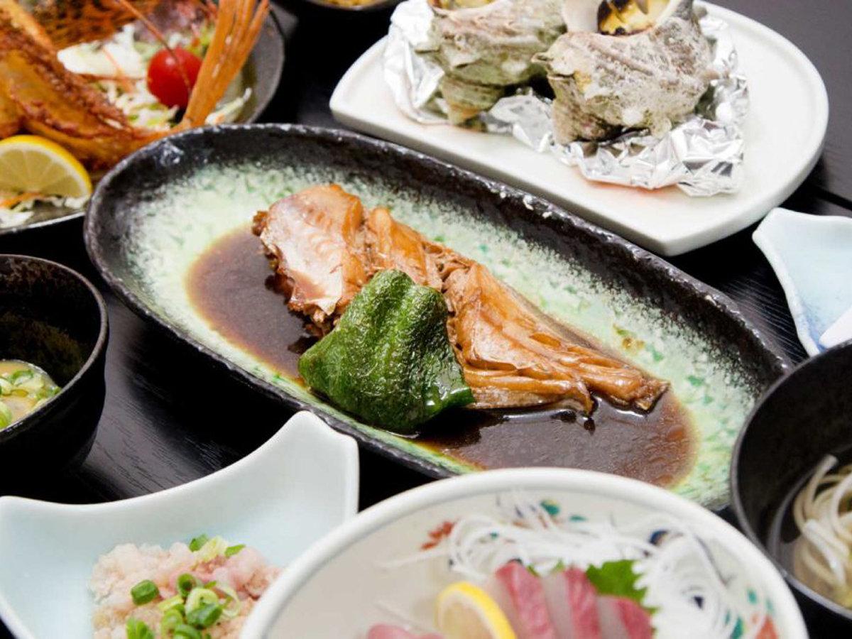 *【ご夕食一例】プレミアムプランのご夕食一例です。獲れたての魚を3種のお料理でご提供いたします!