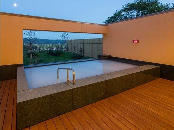 桃の湯 絶景露天風呂 (大量のマイナスイオンに包まれる、ホワイトイオンバス)