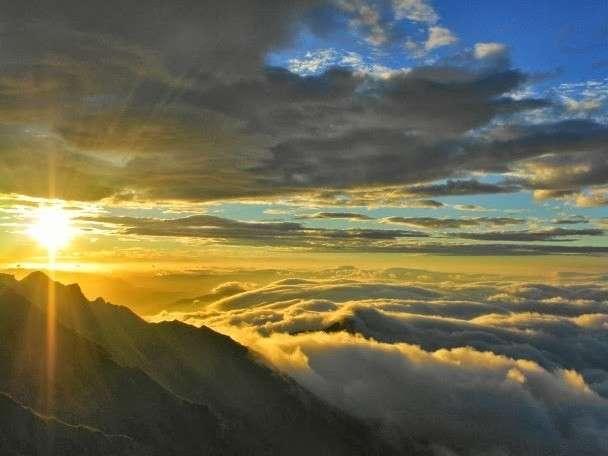 山頂雲海の上のご来光