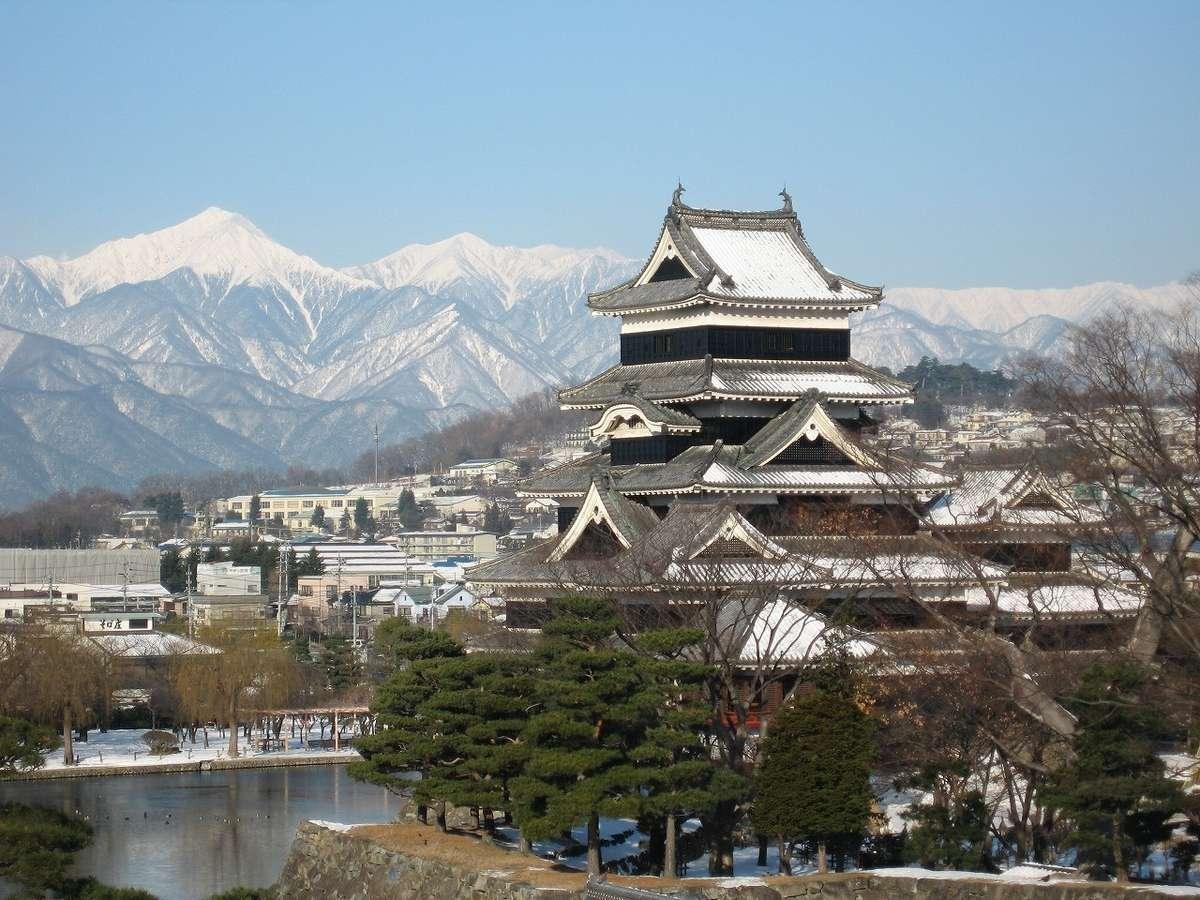 ■冬の松本城(写真提供:松本観光協会)
