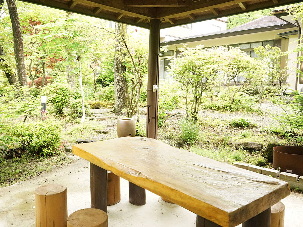 中庭テーブル