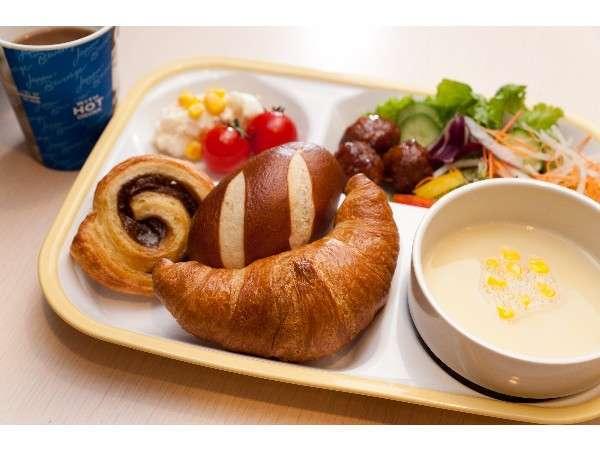 焼き立てパン朝食♪