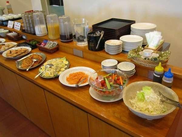 朝食バイキングは2階レストランにて。