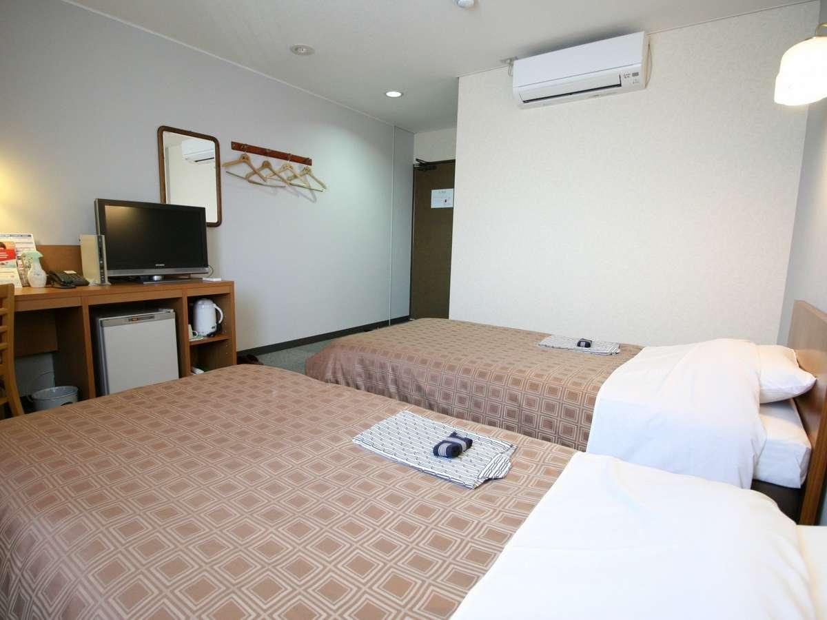 17.5平米のツインルームには24型液晶テレビがありお部屋でゆっくり過ごすのもおすすめ。