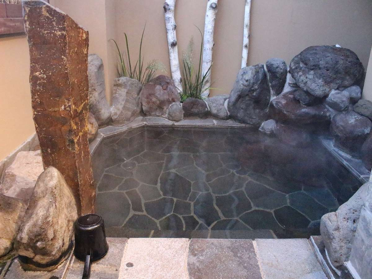 ◆男性大浴場【露天風呂】◆ (湯温42℃~43℃)