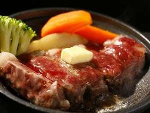 肉汁がジュワ~!ジューシーな牛ステーキ陶板焼き(一例)