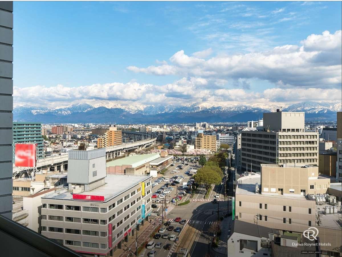 上階は北陸富山の雄大な景色(部屋タイプ、向きによりご覧いただけない場合もあります)