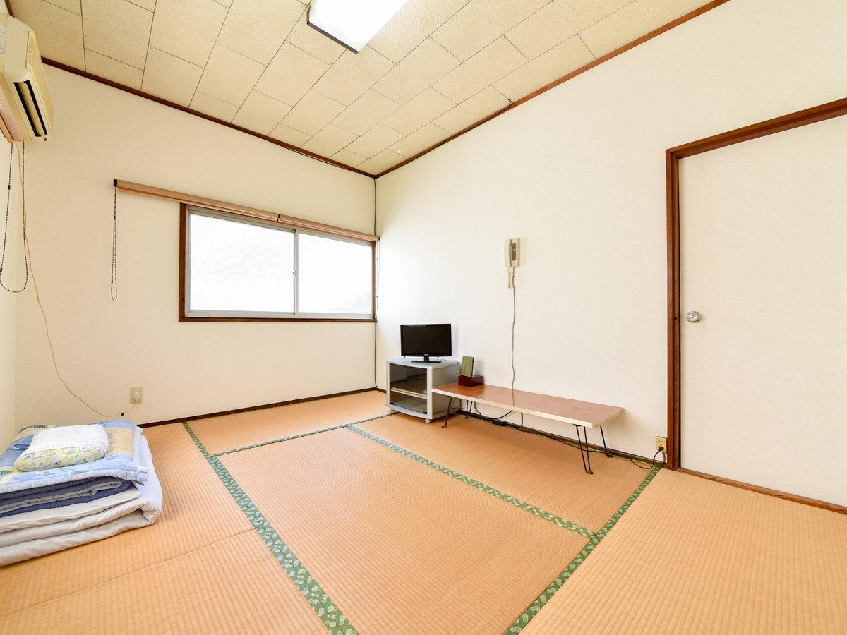 *【和室6畳】民宿らしくシンプルな和室。畳のお部屋でごゆっくりとお寛ぎ下さい。