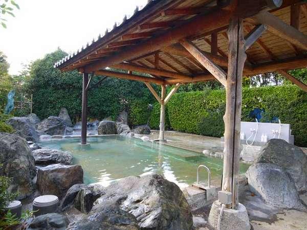 ■別館はなれの湯■露天風呂では心地よい風を感じながら、美人の湯を堪能♪