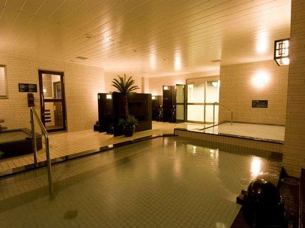 ■男性大浴場(夜撮影)15時~翌朝10時までご入浴可能♪