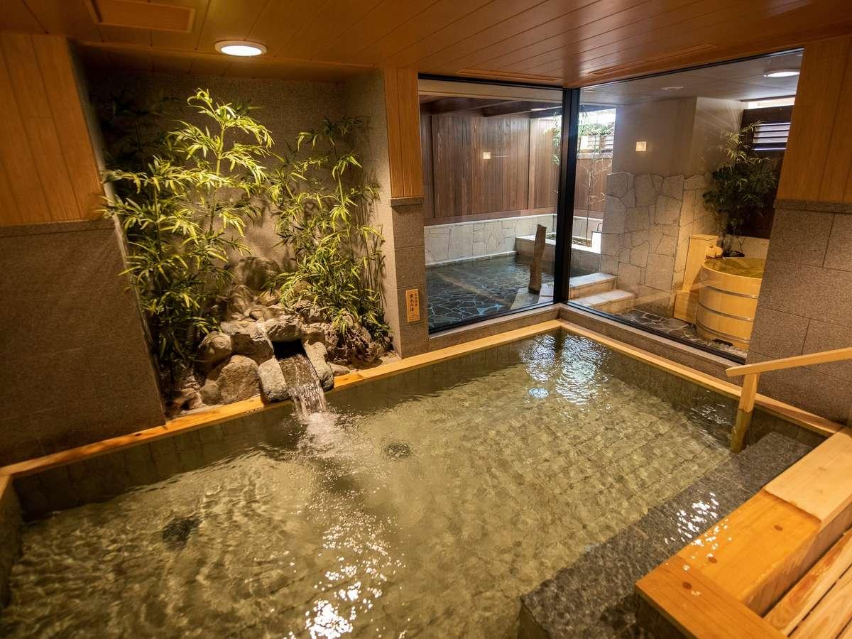 【大浴場】男女それぞれに大きな内風呂を設えています。
