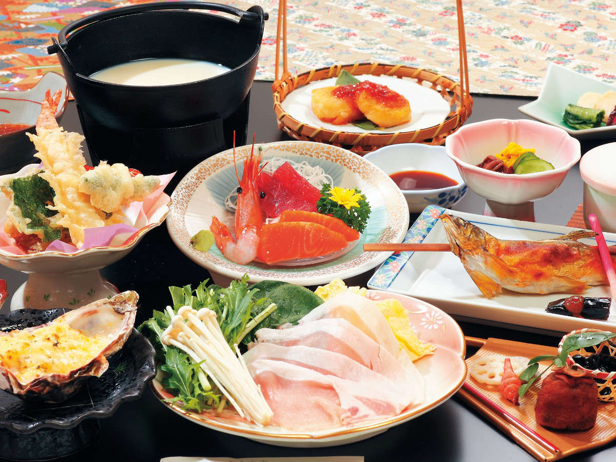 スタンダードのお料理例。東北の銘柄豚、季節の山の幸や三陸の海の幸をご堪能ください。