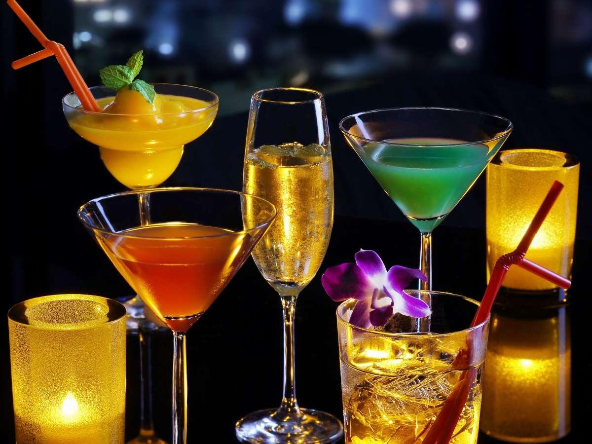 【the bar】色鮮やかなカクテルも豊富にご用意しております