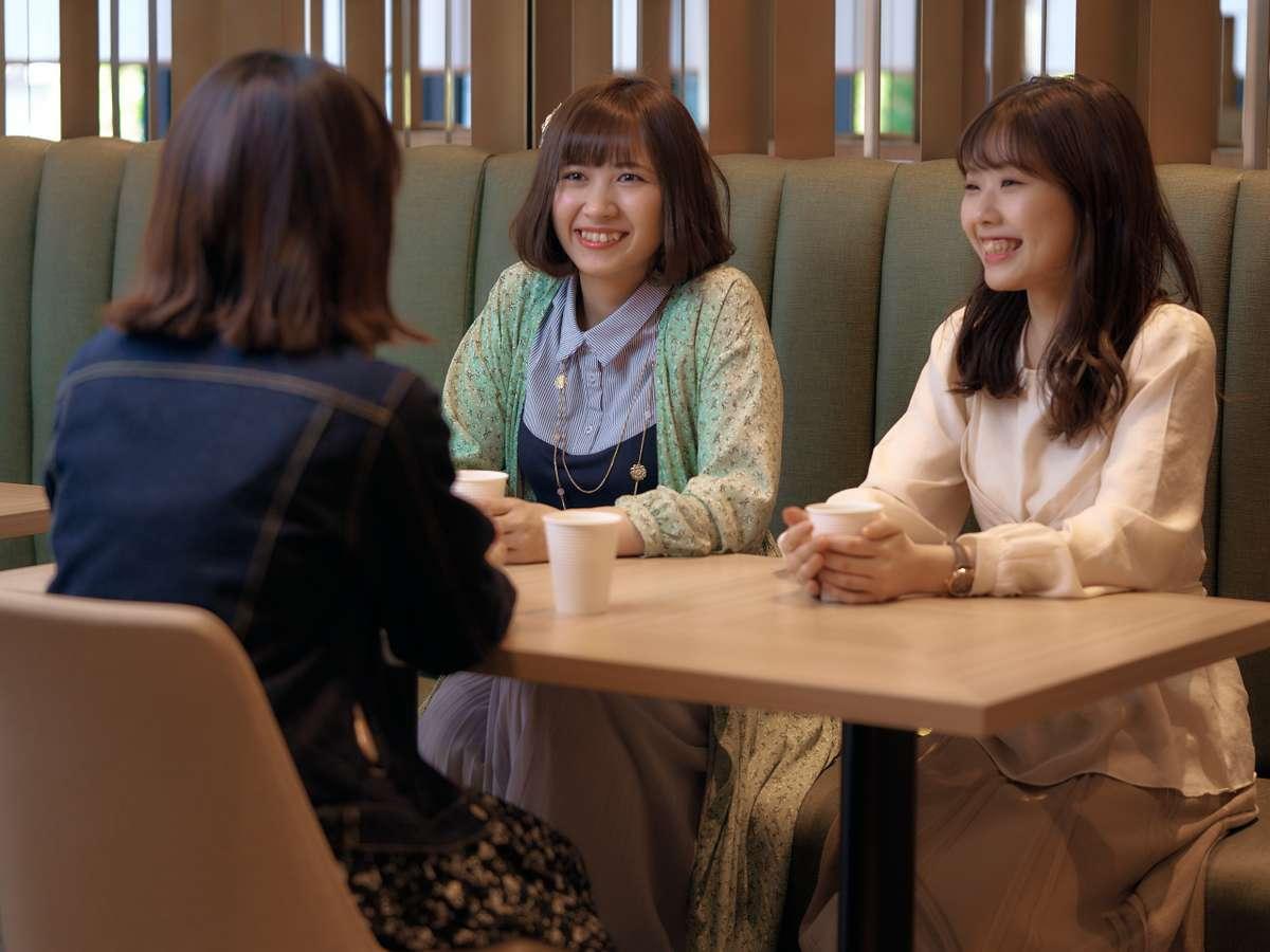 無料のコーヒーや紅茶・お茶をご用意しております。友人との談笑や勉強等にもおすすめ!