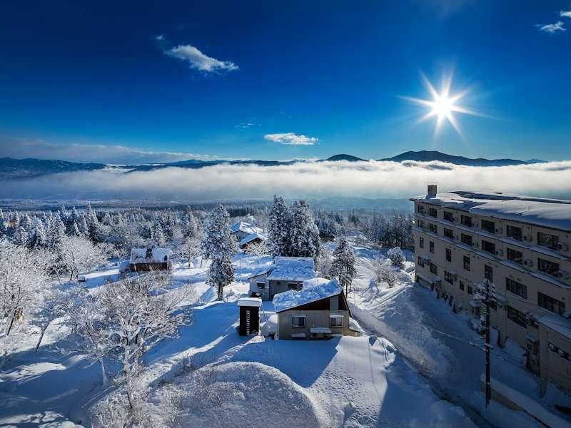 【周辺・景観】2017年12月ある朝の風景です。運が良よければお部屋やレストランから「雲海」が望めます。