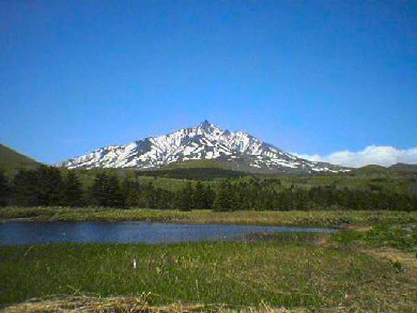 *原生林に囲まれた姫沼。天気の良い日は湖面に逆さ富士が移ります。