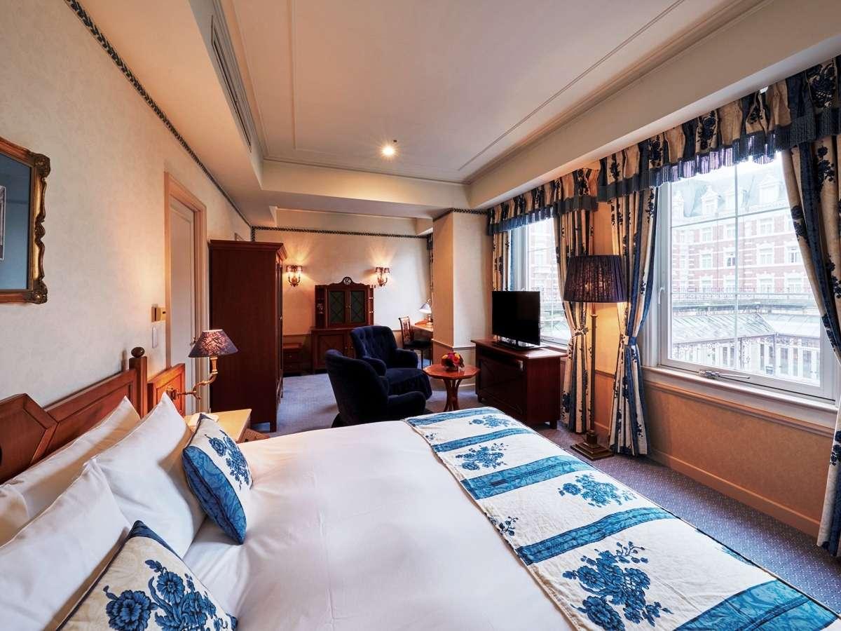 ホテル内海に面したスタンダードダブルルーム。ゆったりとした大きいベッドで寛ぎのひと時を