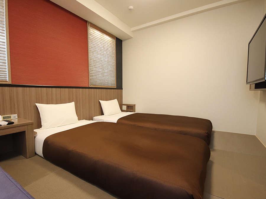 ジャパニーズツインルーム17㎡ ソファベッドの付いた畳仕様の客室で最大4名様までご利用可能です。