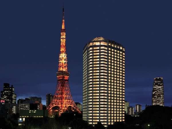 東京タワーと並ぶようにして建つ、地上33階建。