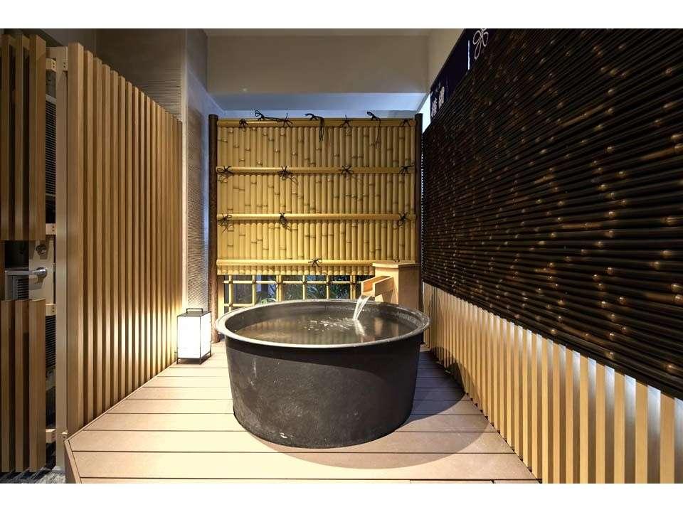 デラックス スイートには露天風呂もついています。