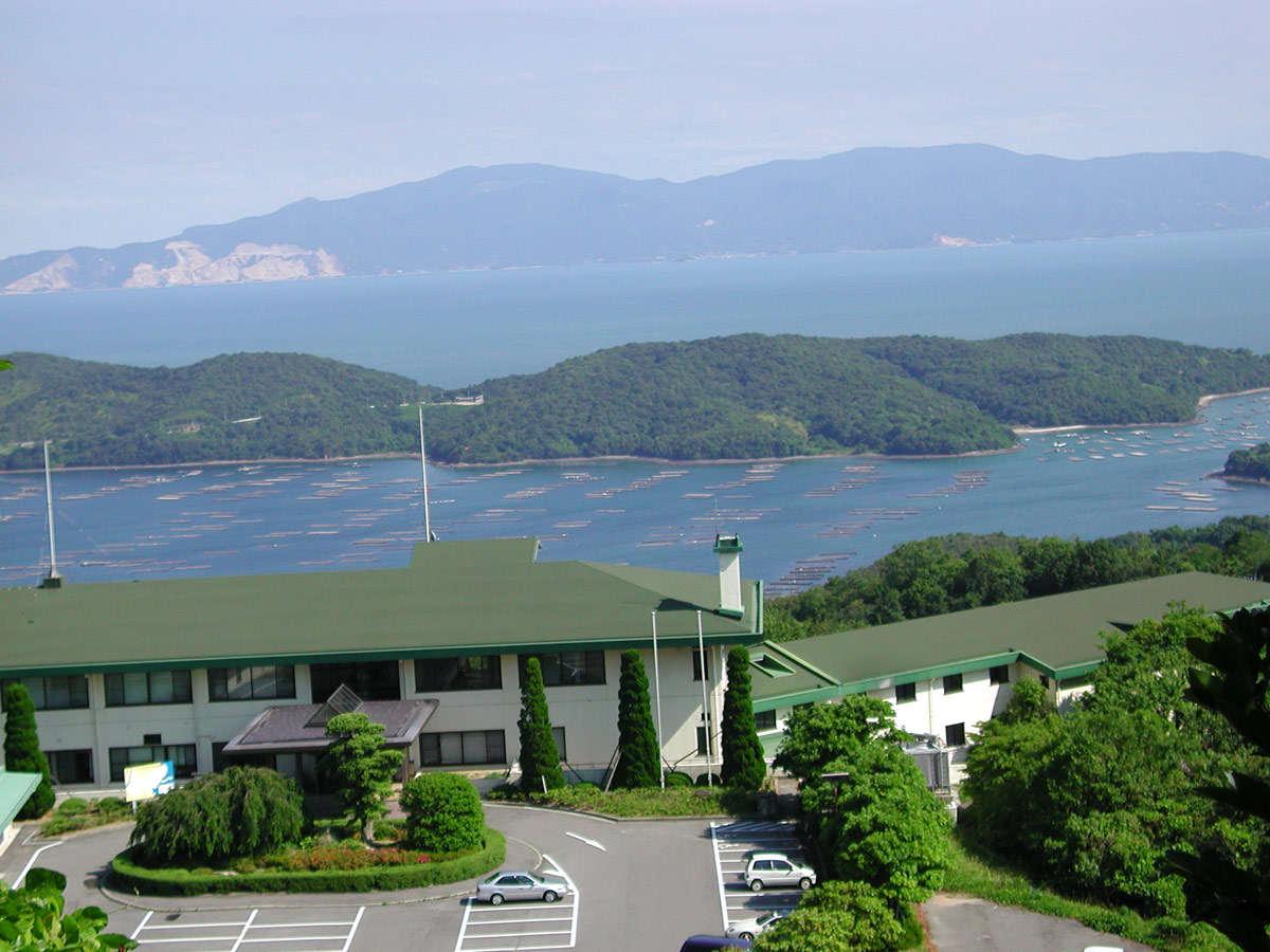 瀬戸内海の絶景の宿、岡山いこいの村の外観です。