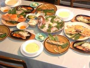 安心してお召し上がり頂ける旬の海の幸や、地元の山の幸のご夕食(例)。