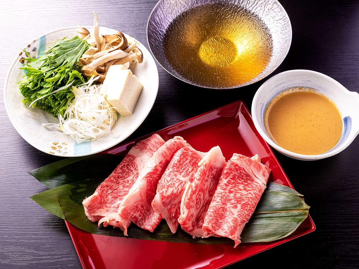 【大和牛しゃぶしゃぶ】鎌倉時代からの銘牛、吟味された良質の飼料を十分に与えられた大和牛。