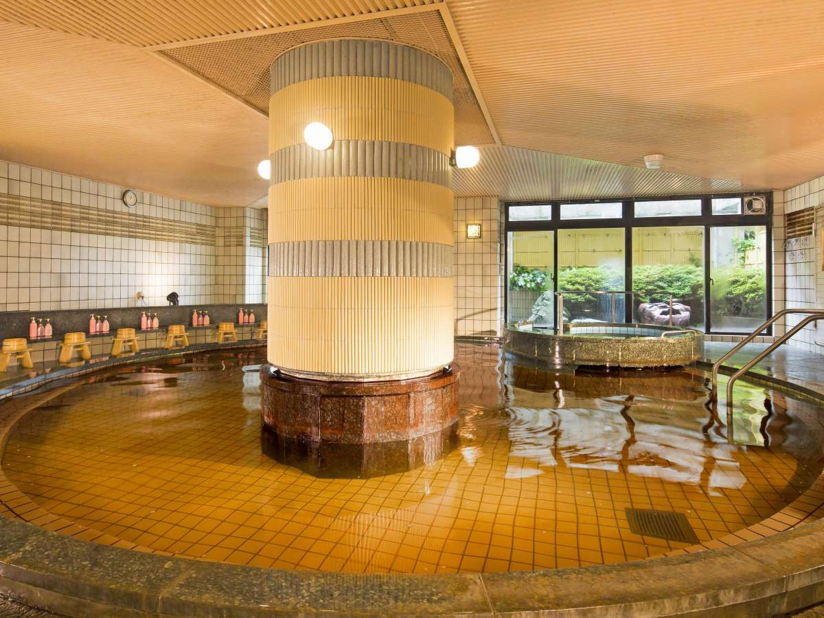 【温泉大浴場】天然温泉で身体を芯からじんわり温めます。