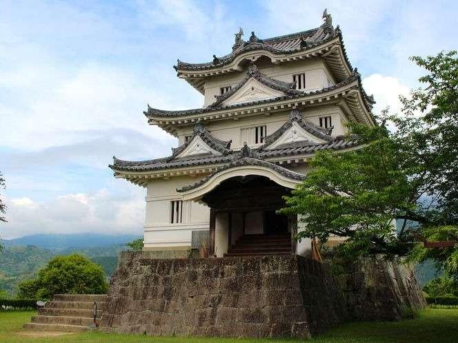 現存12天守の1つがそびえ立つ宇和島城は、明治を迎えるまで