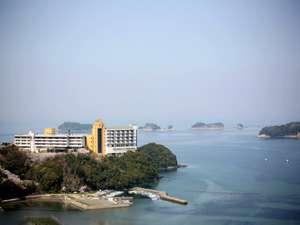 海に囲まれた高台に建立する「旅荘 海の蝶」