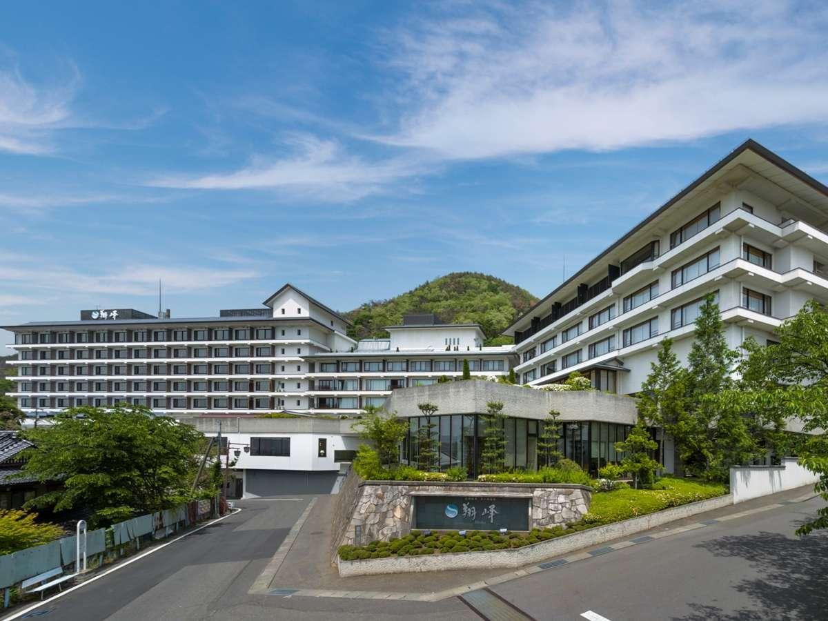 松本市街一望の高台に位置するホテル
