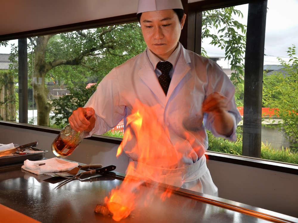 鉄板焼えんでは音と香り料理人との会話を交え極上の料理をご堪能いただけます