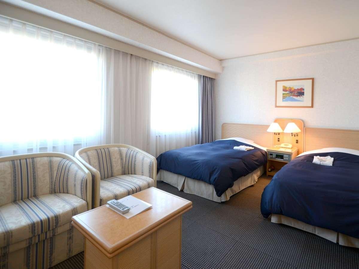 【モデレートツインルーム/31㎡】岡山城を望む、パウダーコーナー付きのお部屋です。