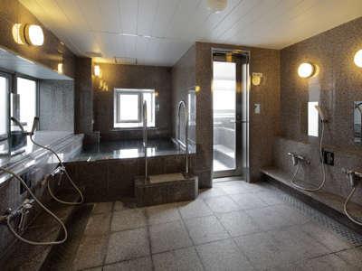 11階男性浴場の様子。営業時間15:00~10:00