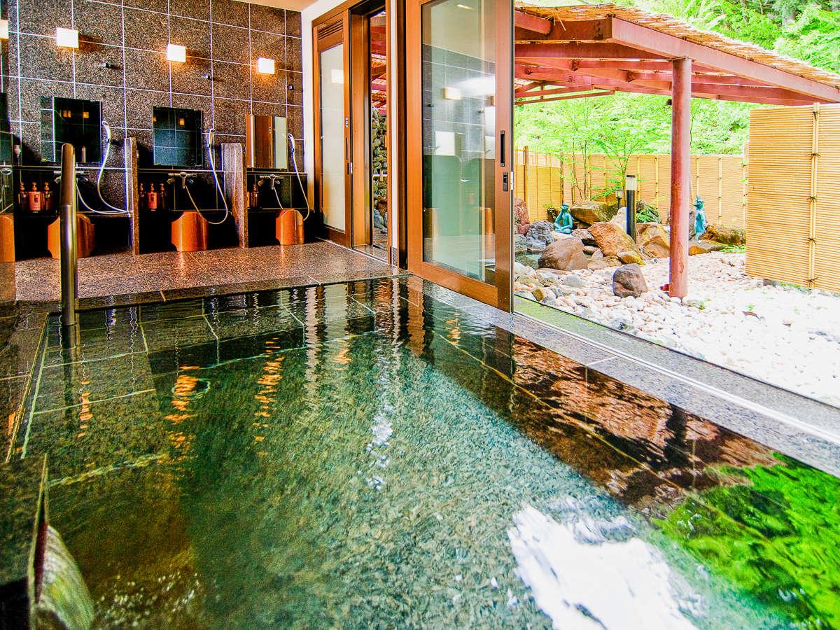 豊富な湯量の天然温泉を100%掛け流しのお風呂は、散策の疲れを癒してくれます。