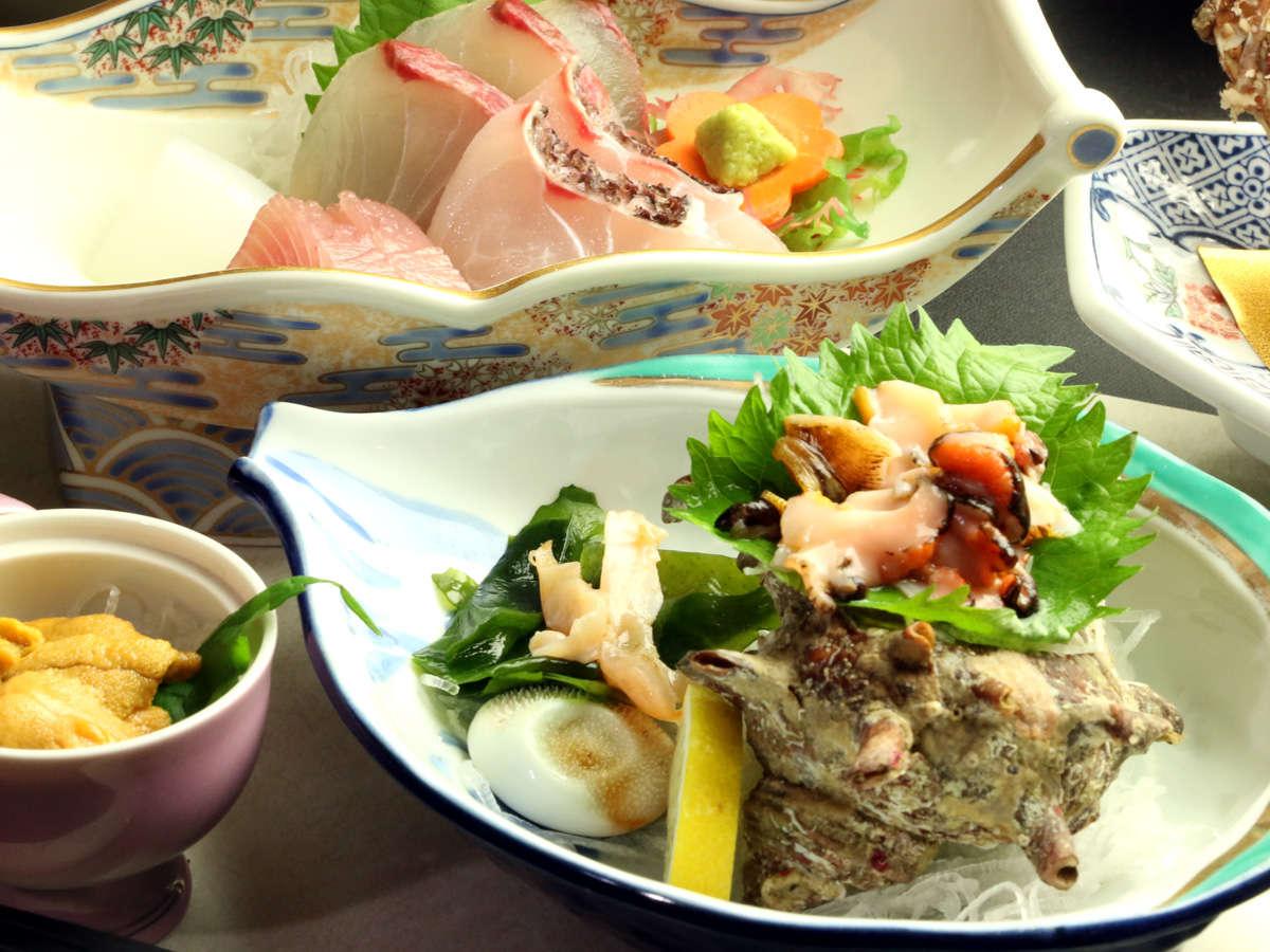 地元で水揚げされた海鮮をふんだんに使ったコース。地魚にウニにサザエに、壱岐の幸をお楽しみください。