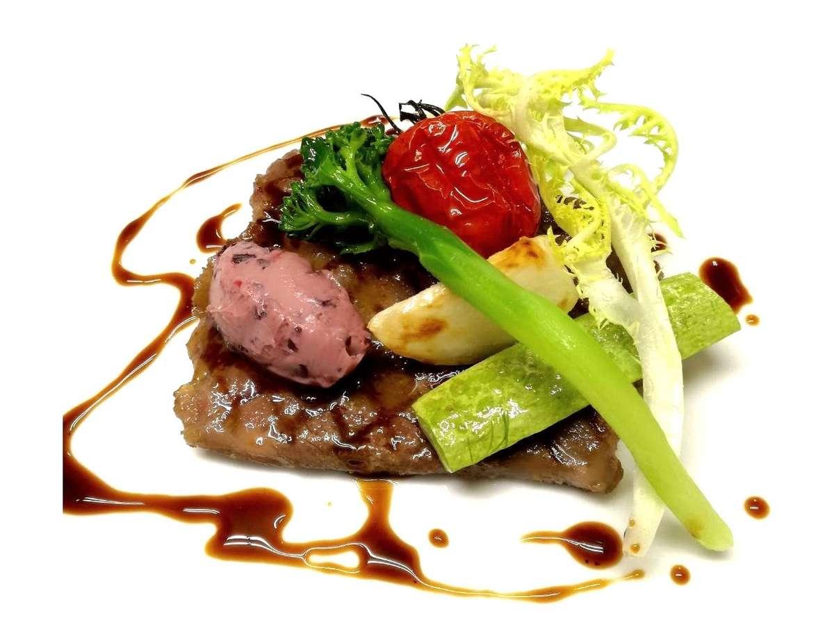 国産牛ランプ肉のグリル 赤ワインソース