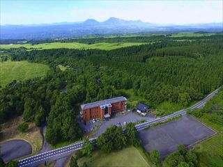 ガンジーホテル周辺には、壮大なくじゅう高原が広がります。