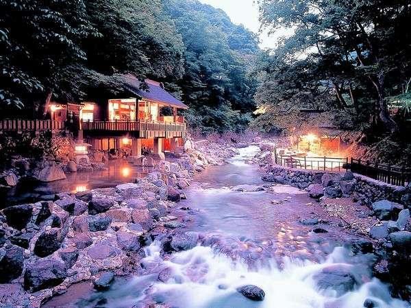 川沿いの大露天風呂は箇所計470畳の広さを誇ります。(写真は子宝の湯)