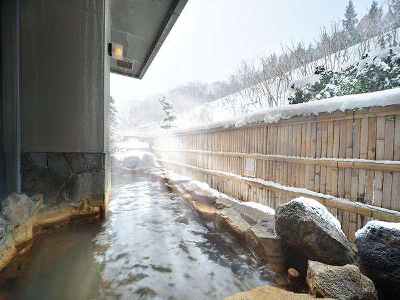 露天風呂<冬には雪見露天風呂を楽しめます。>