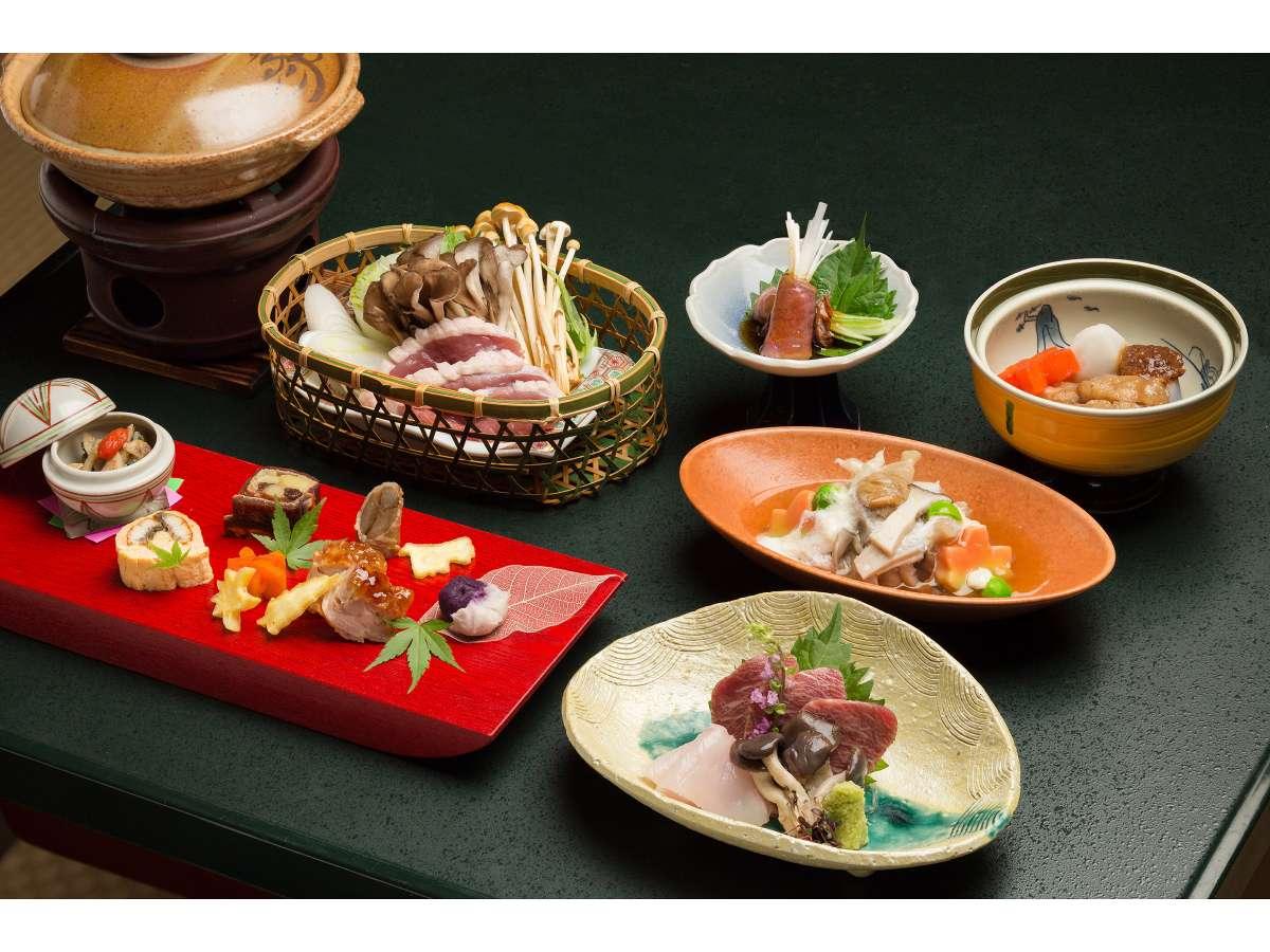 里山懐石のお料理の一部です。お品書きを見ながら、ゆっくりとお召し上がりください。