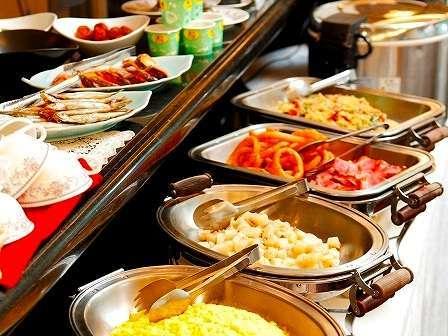 朝食バイキング♪毎朝無料サービスです!お時間6:30~9:00
