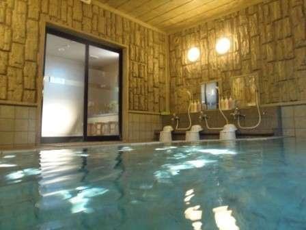 男性浴場 営業時間PM15時~2時、朝5時~10時までご利用頂けます。