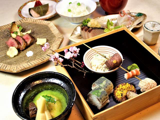 *伊豆の豊富な食材の、四季折々の旬を活かした懐石料理。