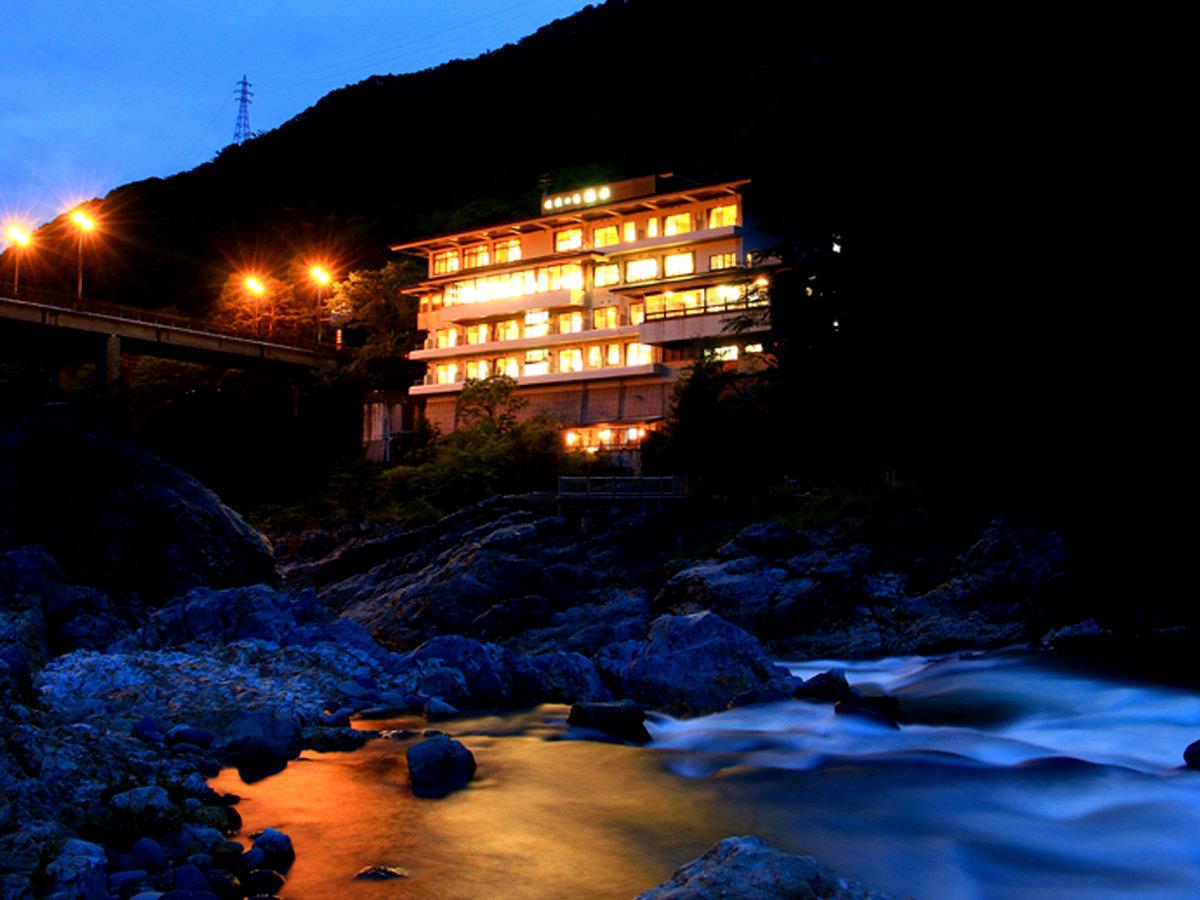 【外観】鬼怒川に寄り添うように、緑水はございます
